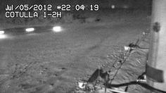 Foto de UFO Gravado por Câmera de Segurança passa em dois Testes de Autenticidade  No ultimo dia 07 de Janeiro o UFOSFacts publicou a noticia e a imagem do objeto foi registrado no site da MUFON em 05 de janeiro último, e alegadamente foi obtida em 06 de julho de 2012 no Texas, San Antonio, região petrolífera de Eagle Ford, no Estados Unidos, sendo supostamente um UFO foi registrado sobrevoando a baixa altura um poço de petrolífero.