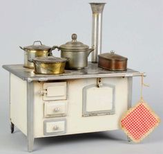 Tin Toy Stove. This would look so great on a kitchen shelf.