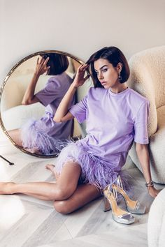 Obsessed with this lavender t shirt dress with feather trim at the bottom! So chic. Paired it with matching lavender eye makeup and silver platform sandals Daily Fashion, Spring Fashion, Girl Fashion, Womens Fashion, Fashion Tips, Fashion Trends, Viva Luxury, Aesthetic Women, Glamour