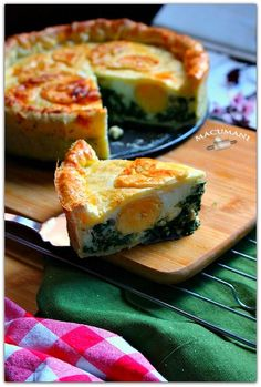 Buffet, picnic or bake and take holiday camping recipe, spinach and egg tart PASCUALINA ( Torta pascualina ) Argentine Recipes, Chilean Recipes, Italian Recipes, Quiches, Paraguay Food, Argentina Food, Good Food, Yummy Food, Cooking Recipes