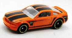 2005_Ford_Mustang_GT-2014