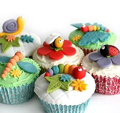 """Cute Foods That Look Like Animals Really Cute """"Garden Life"""" Cupcakes! Cupcakes featuring all the CUTE bugs that can be found in the garden!Really Cute """"Garden Life"""" Cupcakes! Cupcakes featuring all the CUTE bugs that can be found in the garden! Fondant Cupcakes, Bug Cupcakes, Animal Cupcakes, Yummy Cupcakes, Cupcake Cookies, Cupcake Toppers, Spring Cupcakes, Valentine Cupcakes, Themed Cupcakes"""