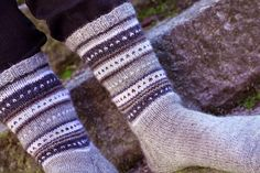 Saumaton: Miesten villasukat Crochet Socks, Knitting Socks, Knit Crochet, Knit Socks, Little Cotton Rabbits, Yoga Socks, Fair Isle Knitting, Boot Cuffs, Leg Warmers