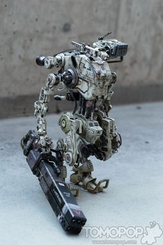 Tomopop Review: Titanfall Stryder by Threezero - tomopop
