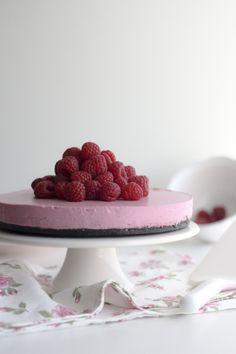 red berries-oreo-cheesecake via: www.migalhadoce.com