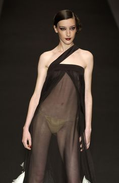 Jean Louis Scherrer at Couture Fall 2002 Fashion Models, Fashion Beauty, Fashion Show, Fashion Looks, Womens Fashion, Beautiful Girl Photo, Beautiful Lingerie, Jean Louis Scherrer, Sheer Clothing