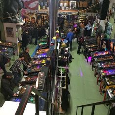 Last Friday we were at the @dutchpinballmuseum for the new comic-books of @kennyrubenis (Dating for Geeks) and @aimeedejongh (Snippers). It was an awesome night but playing pinball is much harder than we remember. Either way The Dutch Pinball museum is pinball heaven you should totally check it out! #dutchpinballmuseum #pinball #museum #arcade #oldskool #retrogaming #retro #pinballwizard #pinballlife #pinballmachine #flippermuseum #flipperen #rotterdam