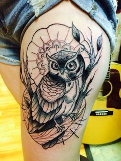 Owl tattoo designs have been popular for its symbolic meanings. Some of popular owl tattoos are barn, tribal, on chest, old school, skull. Owl Thigh Tattoos, Tattoos Skull, Animal Tattoos, Black Tattoos, Girl Tattoos, Sleeve Tattoos, Tattoos For Guys, Tattoos For Women, Tattoo Designs And Meanings