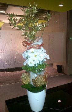 Tall winter centerpiece - Golden Eryngium, Chrystanthemum, Golden Leucospermum