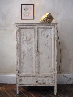 Image of petite armoire patinée
