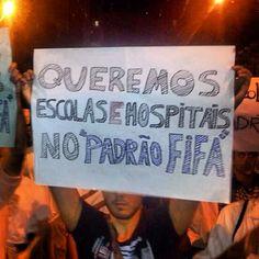 Manifestante reivindica direitos no protesto de 17/06/2013 no Rio de Janeiro.