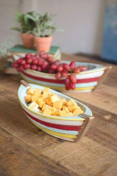 Kalalou Ceramic Boat Bowls - Set Of 2 - This set of two dishes is great for entertaining. With their charming boat shape and festive colors, these two will fit swimmingly into your collection of party-ware. Ceramic Clay, Ceramic Plates, Slab Pottery, Ceramic Pottery, Cerámica Ideas, Decor Ideas, Nautical Table, Nautical Wedding, Serving Bowl Set