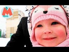 ❤ Катаемся на Санках с Горки. SLEDDING!!! http://video-kid.com/10590-kataemsja-na-sankah-s-gorki-sledding.html  Привет друзья! Объявляем Kids sledding day! Сегодня мы катаемся на  санках с горки. Маша очень любит зиму. Ведь зимой можно лепить  снеговика, бросаться снежками, кататься на коньках и санках. Все это,  Маша будет делать с мамой, попой и, конечно, вместе с вами.  Среди  моих игрушек вы сможете увидеть героев из любимых мультиков: Маша и  Медведь, Свинка Пеппа, Хелло Китти, Фиксики…