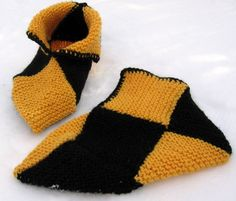 Palatossut Crochet Dolls, Knit Crochet, Fox Scarf, Crochet Slippers, Knitting Socks, Sock Shoes, Eminem, Winter Hats, Gloves