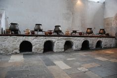 Hampton Court Palace - Great Kitchens Stewing Stoves 2 Hampton Palace, Hampton Court, Medieval Life, Medieval Castle, Inside Castles, Empire, Earthship Home, Food Technology, Blackbirds