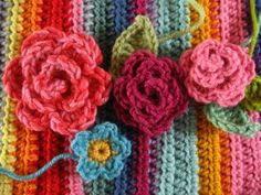 May Rose Wreath :: Ta-dah! Crochet Videos, Crochet Toys, Free Crochet, Knit Crochet, Crochet Slippers, Crochet Wreath, Crochet Flower Patterns, Crochet Designs, Crochet Flowers
