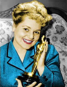 "3/12/14 11:34a  The Academy Awards Ceremony 1951: Judy Holliday.  Best Actress  Oscar for  ""Born Yesterday""1950.  sergioleonefr.blogspot.com"