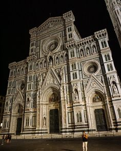 Part of the chase is arriving at a new destination and having it turn out to be nothing like what you had pictured but it ends up being everything youve ever thought it could be... Florence is something out of a fairy tale and this bad boy took 127 years to build...          #italy #florence #duomo #history #historic #architecture #europe #traveleurope #travel #travelgram #italian #river #beauty #beautiful #unique #photooftheday #travelphotography #view #views #tuscany #ww2 #wanderlust #epic…