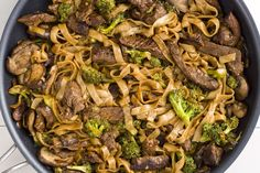 Skinny Beef & Broccoli Noodles - KW- Marinate steak in sauce before cooking at least). Used half the lime and Sriracha called for With soy sauce-infused flank steak and broccoli, these rice noodles are so much better than takeout. Beef With Broccoli Recipe, Steak And Broccoli, Beef Brocoli, Brocolli, Broccoli Rice, Asian Recipes, Beef Recipes, Cooking Recipes, Healthy Recipes