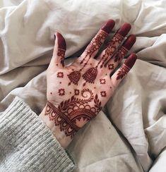 Henna Tattoo Designs Simple, Floral Henna Designs, Latest Bridal Mehndi Designs, Back Hand Mehndi Designs, Full Hand Mehndi Designs, Henna Art Designs, Stylish Mehndi Designs, Mehndi Designs For Beginners, Mehndi Designs For Girls