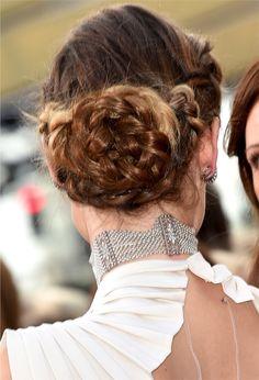 Se você achou que o tapete vermelho do Oscar 2016 foi morno, os cabeleireiro e maquiadores acertaram em cheio na beleza das envolvidas. Há tempos não via tanta coisa bonita, especialmente penteados. Selecionei meus favoritos! Brie Larson foi a atriz campeã e esse penteado? Perfeito, meio preso cheio de informação com presilhas e torcidinhos, ficou […]