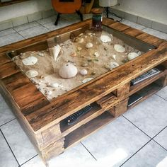 52 Easy And Cheap DIY Pallet Furniture Ideas to Inspire You Related posts: Cheap DIY Furniture Ideas 51 Cheap DIY Pallet Ideas for Tiny House Easy DIY Furniture Ideas Trucs simples et pas chers: Primitive Furniture Diy Vintage Furniture … # furniture Unique Home Decor, Home Decor Items, Diy Home Decor, Room Decor, Pallet Furniture And Decor, Furniture Projects, Diy Projects, Wooden Furniture, Project Ideas