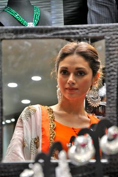 """Aditi Rao Hydari looking stunning at the launch of diamond jewellery collection """"I Am Forever"""". #Bollywood #Fashion"""