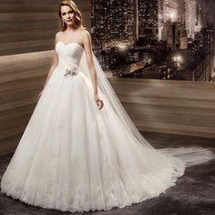 #hanzade #moda #istanbul #ümraniye #gelinlik #nişanlık #kınalık #damatlık #çeyiz #içgiyim #gelinbuketi #gelinçiçeği #gelintacı #gelinayakkabısı #nişantepsisi #gelinbuketleri #gelinlik #gelin #gelinaksesuarı #nişan #düğün #bindallı #nikah #wedding #sposa #dress #bride #izmir #mayskuafor #hanzademoda EN GÜZEL GELİN SİZ OLACAKSINIZ... by hanzademoda