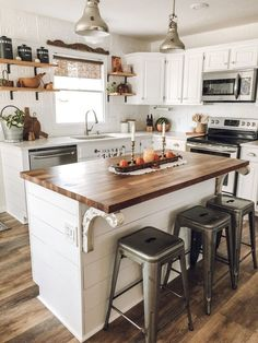 farmhouse kitchen island / farmhouse kitchen & farmhouse kitchen decor & farmhouse kitchen cabinets & farmhouse kitchen table & farmhouse kitchen backsplash & farmhouse kitchen on a budget & farmhouse kitchen island & farmhouse kitchen sink Small Cottage Kitchen, Farmhouse Kitchen Island, Home Decor Kitchen, Kitchen Interior, Home Kitchens, Home Interior, Kitchen Rustic, Kitchen Reno, Kitchen Island For Small Kitchen