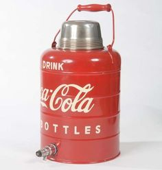 Coca Cola Decor, Coca Cola Drink, Cola Drinks, Coca Cola Bottles, Pepsi Cola, Drinks Alcohol Recipes, Drink Recipes, Coke Machine, Coca Cola Kitchen