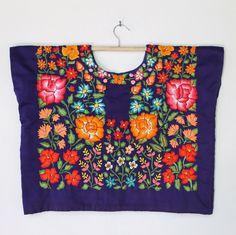Hermoso huipil con flores bordadas a mano, hilo de algodón (H74) Tehuantepec, Oaxaca. Frida Kahlo Style. de shkaalacoleccion en Etsy