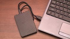 Ever wanted a copy of Windows you can take with you wherever you go, to use on any computer you want? It& possible: here& how to install a portable version of Windows 8 on a USB hard drive that you can take anywhere. Usb, One Drive, Disco Duro, Cool Tech, Portable, Linux, Google Drive, Computer Accessories, Flash Drive
