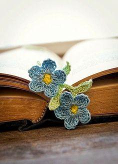Preciosos señaladores para libros hechos al crochet.   Ideales para volver sobre aquellas páginas   olvidadas en una tar...