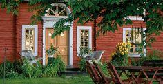 Gysinge : Webshop för textil, färg, såpa, möbler, inredningsdetaljer, trädgård, belysning och mycket annat Swedish Cottage, Red Cottage, Cottage Style, Red Houses, Old Farm Houses, Sweden House, This Old House, Small Cottages, Country Estate