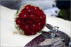Buchete de mireasa din trandafiri rosii