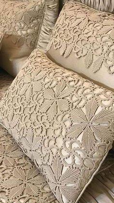 Romans Z Szydełkiem: Piękno W Prostocie Zaklęte - Diy Crafts Crochet Pillow Patterns Free, Crochet Doily Rug, Crochet Wool, Crochet Flower Patterns, Lace Patterns, Irish Crochet, Crochet Crafts, Crochet Flowers, Diy Crafts