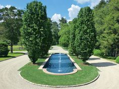Place in river rock bed circular pattern japanese maple for Ovaler pool zum aufstellen