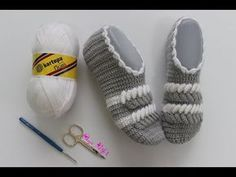 Tığ İşi 3 Boyutlu - Burgulu İki Renkli Patik Yapılışı // Çeyizlik Kolay Patik Modelleri - YouTube Crochet Shoes, Crochet Slippers, Crochet Doily Patterns, Crochet Doilies, Filet Crochet, Knit Crochet, Hand Embroidery Stitches, Baby Boots, Crochet Videos
