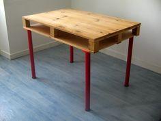 DIY: pallet desk Pallet Desk, Diy Wood Desk, Pallet Crates, Wooden Pallets, Pallet Furniture, Furniture Projects, Wood Projects, Diy Pallet, Pallet Size