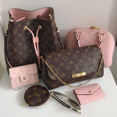 😍💗👜👝💝🐩 🔥 …: The Louis Vuitton label was founded by Vuitton in 1854 on Rue Neuve des Capucines in Paris, France. Louis Vuitton had observed that the HJ Cave Osilite trunk could be easily stacked. In Vuitton introduced his. Fall Handbags, Handbags On Sale, Black Handbags, Luxury Handbags, Purses And Handbags, Cheap Handbags, Popular Handbags, Chanel Handbags, Tote Handbags