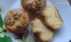 Špaldovo-kukuričné tvarohové slané muffiny - recept   Varecha.sk Polenta, Cupcakes, Breakfast, Food, Basket, Morning Coffee, Cupcake Cakes, Essen, Meals