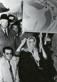 Frida Kahlo, Diego Rivera and Juan O´Gorman protesting the Ouster of Guatemalan President Jacobo Arbenz Guzman by the CIA_July 2 1954 Diego Rivera, Frida E Diego, Frida Art, Famous Mexican Painters, Mexican Artists, Portraits, Oeuvre D'art, History, Communism