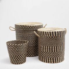 Image of the product Two-tone clothes basket with lid