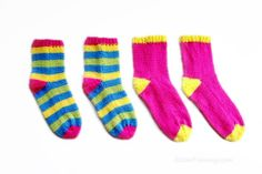 The Easiest Knitted Socks Ever DIY - Zoom Yummy - Crochet, Food, Photography Knitted Socks Free Pattern, Knitting Socks, Knitting Patterns Free, Free Knitting, Baby Knitting, Knitting Room, Knitting Daily, Knitted Baby, Knit Patterns
