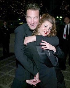 Jon Corbett and Nia Vardalos - Photos - PeoplesChoice.com