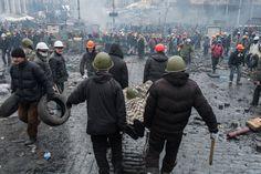 Але ніхто не складав рук.  Найкращі фото часів ЄвроМайдану | Українська правда