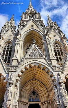 Church of Notre Dame of Laeken, Brussels, Belgium // Église Notre Dame de… Amazing Places On Earth, Beautiful Places, Belgium Europe, Travel Belgium, Weekend Breaks Europe, Monuments, Princess Sofia Of Sweden, Renaissance Architecture, Living In Europe