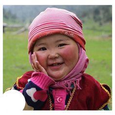 Bayram demek takvimdeki yazı mı? Bayram hasret, bayram ağrı, sızı mı? Açıp yüreğimi, yumup gözümü Özüne girdiğim bayramlar hani? Abdürrahim Karakoç Precious Children, Beautiful Children, Beautiful Babies, Kids Around The World, People Of The World, Happy Baby, Happy Smile, Cute Kids, Cute Babies