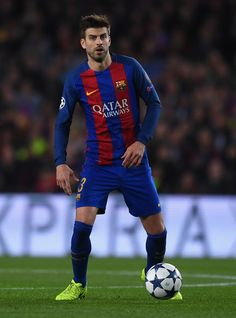 Gerard Pique of Barcelona in action during the UEFA Champions League Round of 16 second leg match between FC Barcelona and Paris Saint-Germain at Camp Nou on March 8, 2017 in Barcelona, Catalonia.