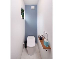 Otherのアンティーク/トイレ/キビ/パナソニック/北欧インテリア/花のある暮らし…などについてのインテリア実例を紹介。「トイレその② 秋を感じるインテリアに⠒̫⃝♡* ファブリックやお花をチェンジ〜(⸝ᵕᴗᵕ⸝⸝)♡」(この写真は 2016-09-25 13:34:35 に共有されました) Wc Design, House Design, Restroom Design, Toilet Room, Bathroom Toilets, Guest Suite, Kitchen Dining, Layout, Storage